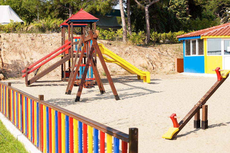 För barnen finns en liten lekplats