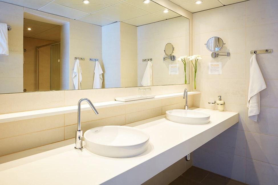 Trerumslägenhet Royal Family Suite, stor terrass med access till privat, delad pool.