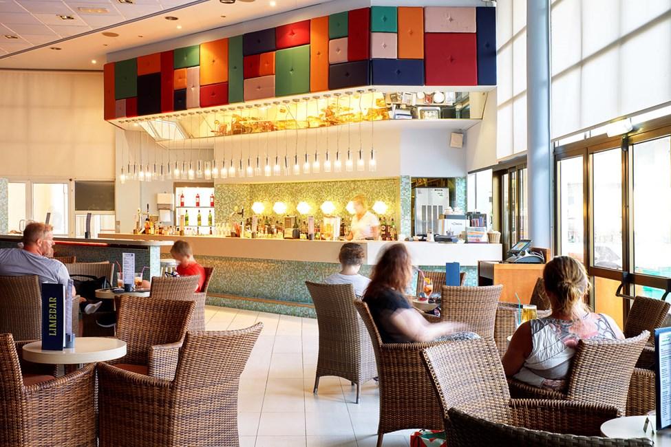 I Lime bar kan du njuta av något gott att dricka både före och efter middagen.