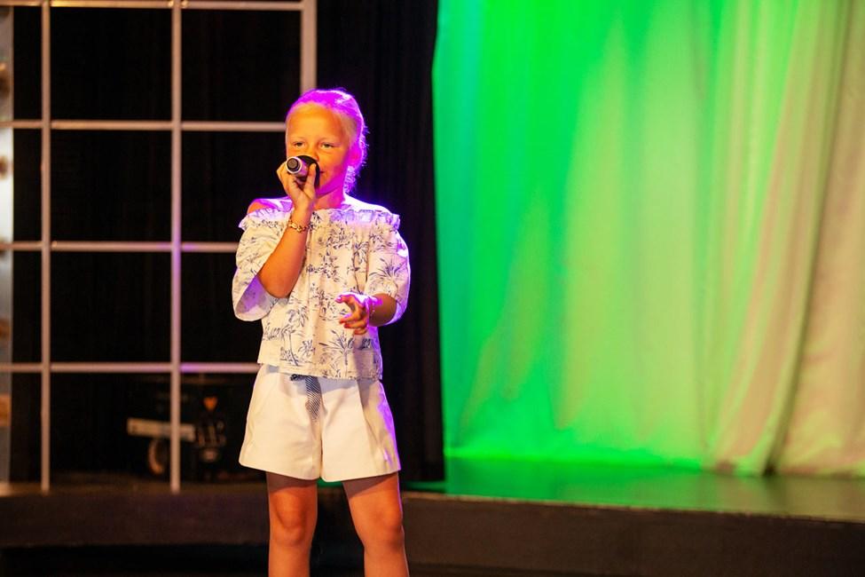 I Teen Idol kan du uppträda och sjunga.