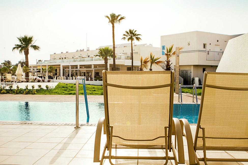 Prime Pool Suite 2 rum, terrass med privat pool.