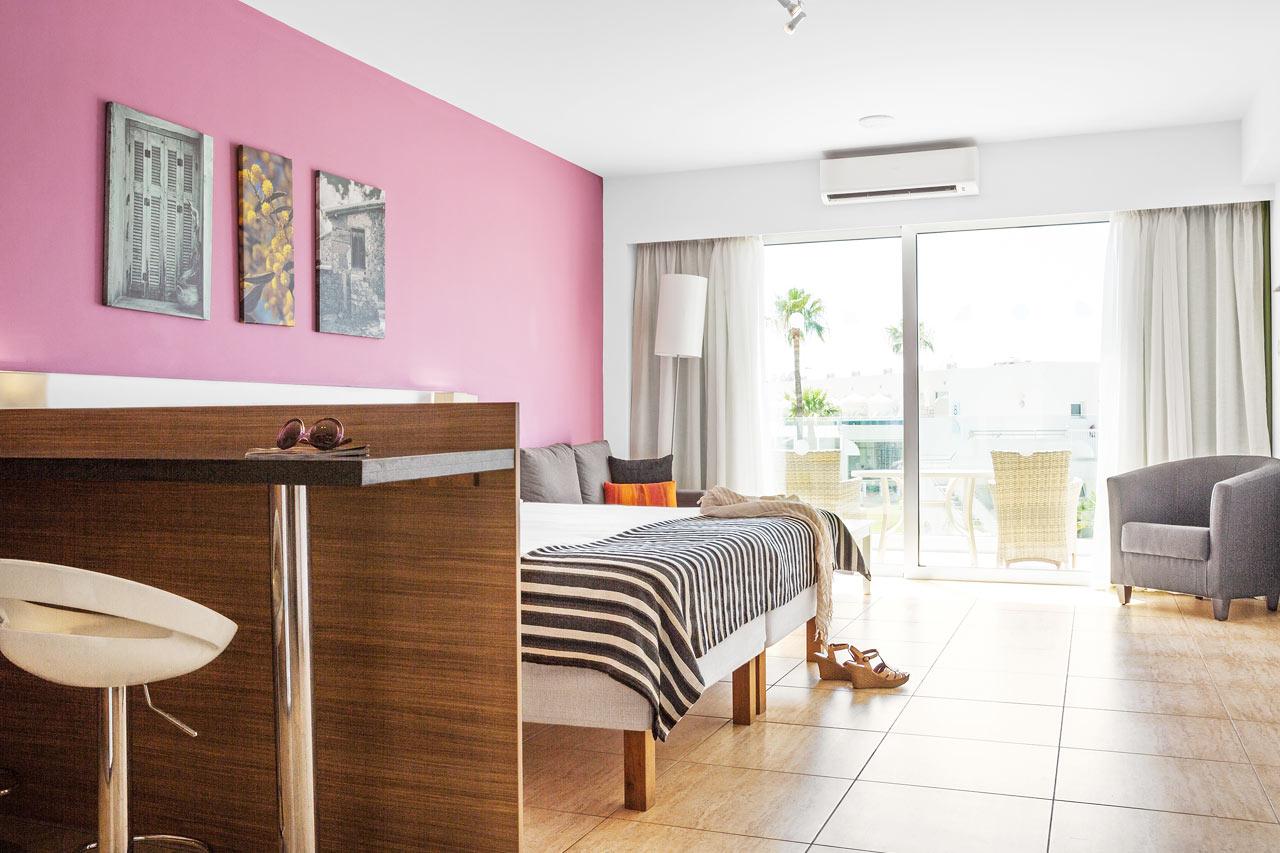 Classic Suite 1 rum, balkong mot trädgården.