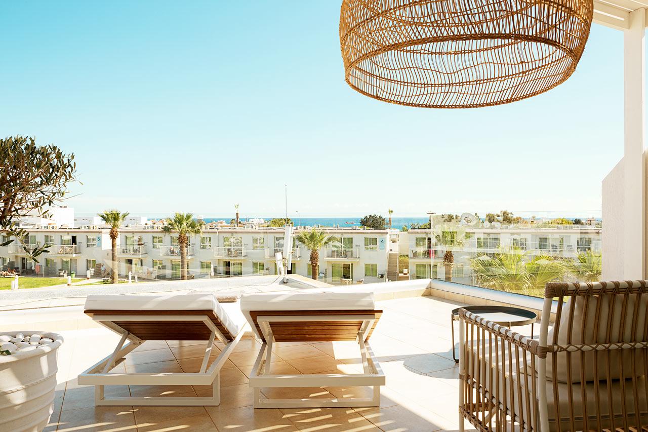 Prime Rooftop Suite 1 rum, stor balkong mot poolområdet
