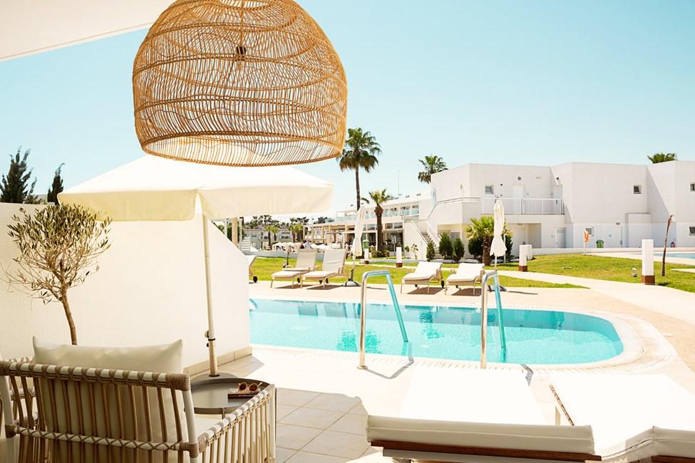 Prime Pool Suite 1 rum, terrass med access till privat, delad pool