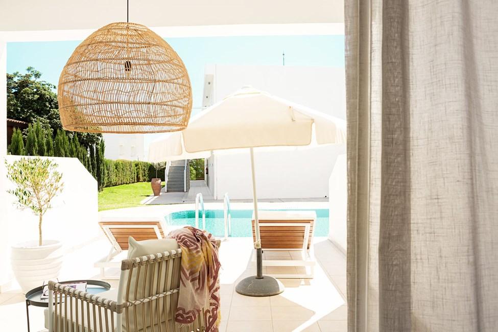 Prime Pool Suite 1 rum, stor terrass med access till privat, delad pool