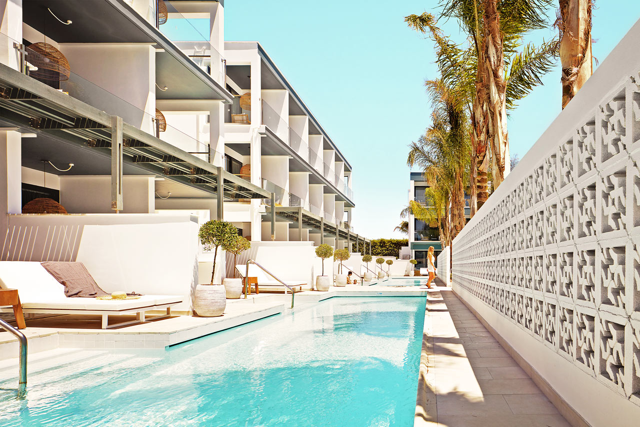 1-rums COMPACT SUITE, terrass mot poolområdet med access till privat, delad pool.
