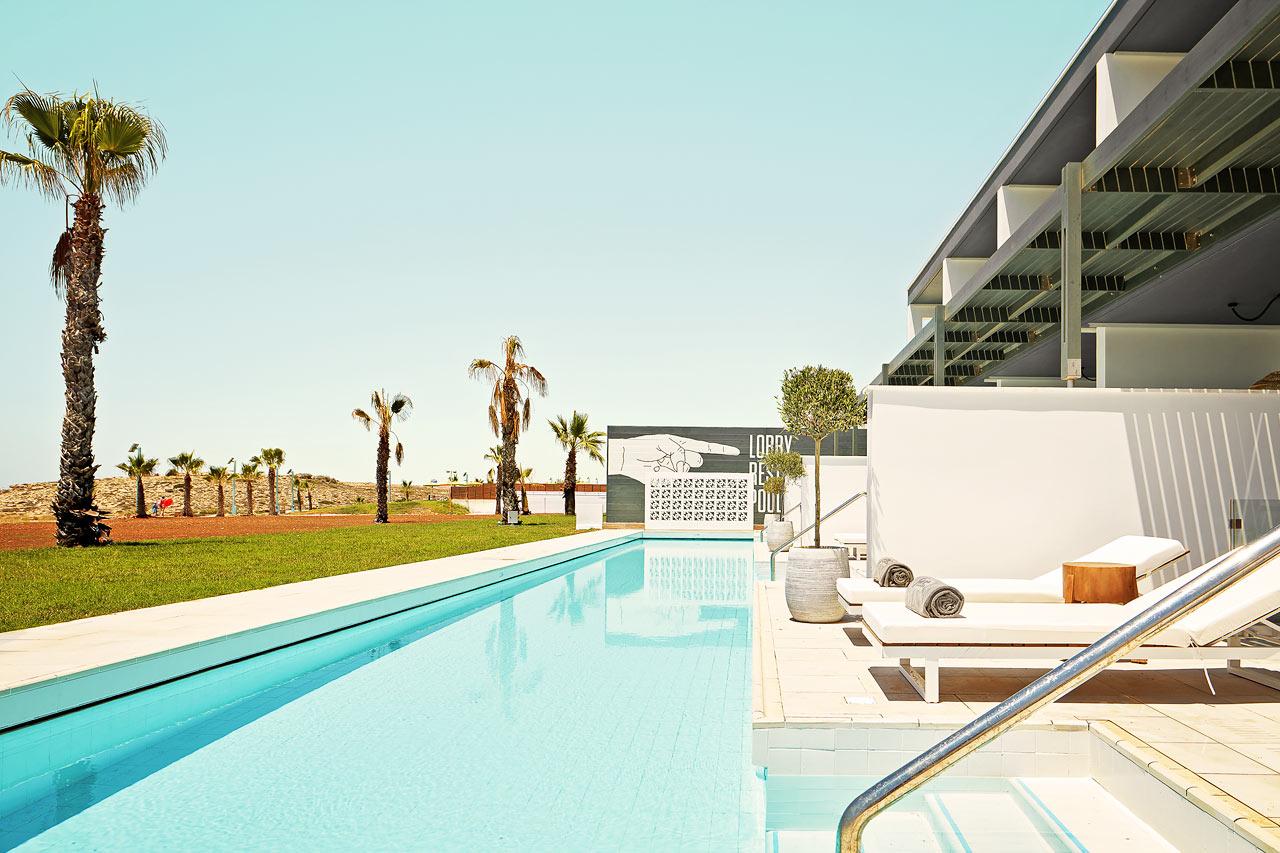 2-rums CLUB SUITE, terrass mot havet med access till privat, delad pool