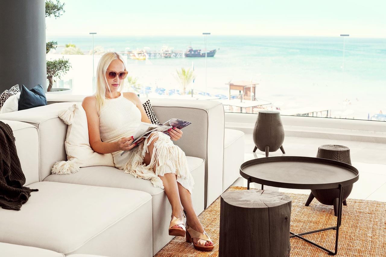 Loungen är hotellets hjärta och självklara mötesplatsen