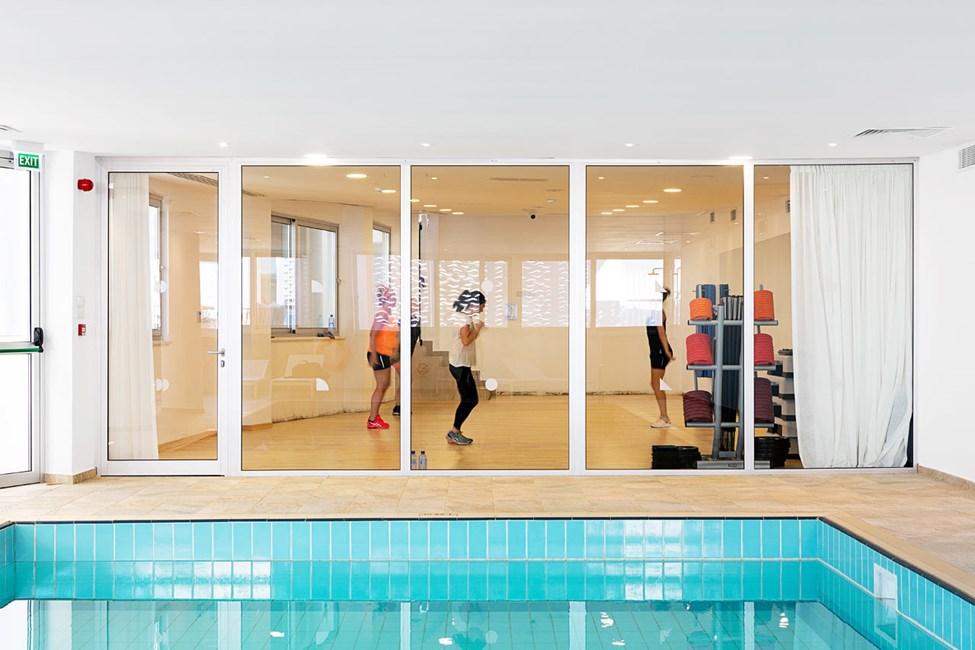 Inomhuspool och fitnessrum