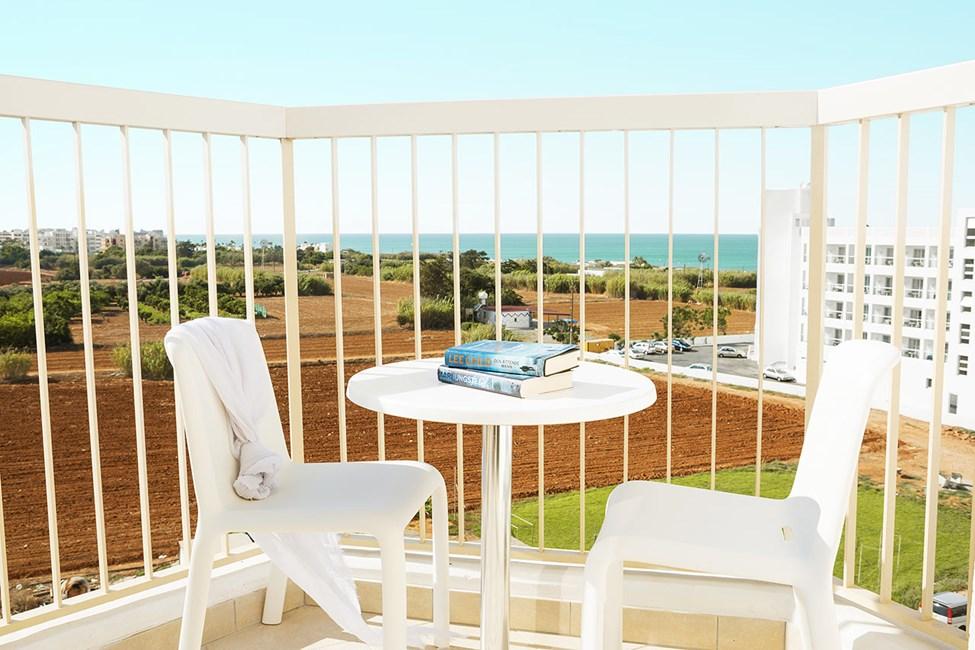 Enrumslägenhet eller Tvårumslägenhet superior med balkong mot omgivningarna