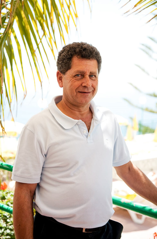 Theodoro, hotelldirektör
