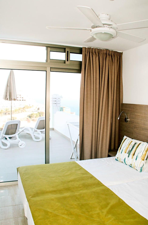 Sovrummet i lägenhet typ D, med utgång till balkongen
