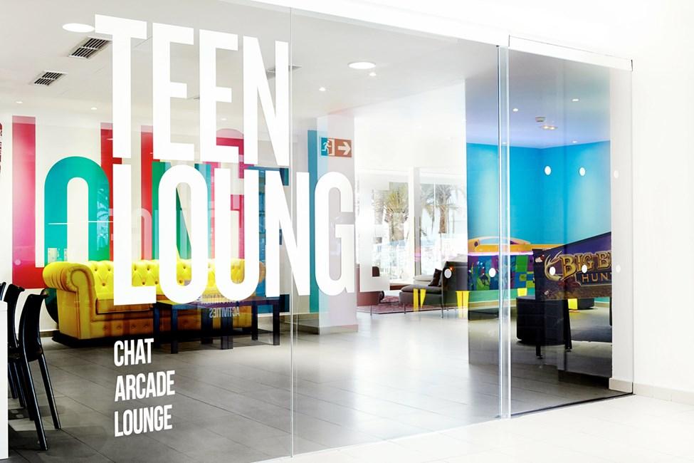 I Teen Lounge kan alla ungdomar umgås och få en paus från föräldrar och småbarn