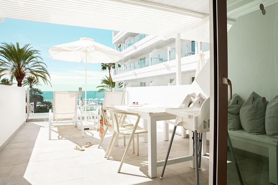Enrumslägenhet HAPPY BABY, balkong mot havet, separat sovdel