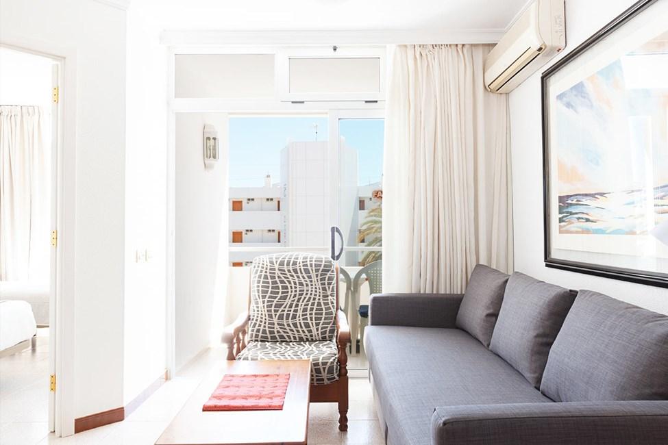 Trerumslägenhet med balkong