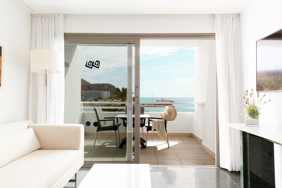 Tvårumslägenhet med balkong och havsutsikt