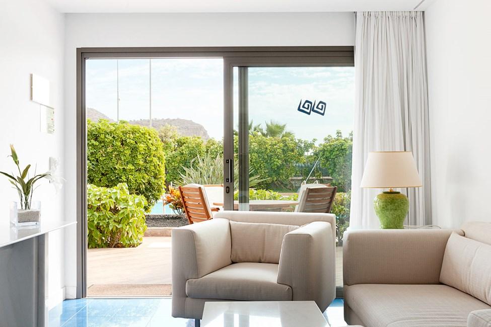 Trerumslägenhet i bungalow med högre standard och terrass