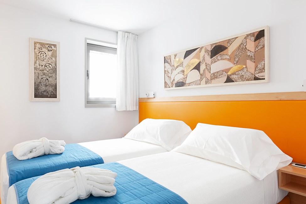 Sovrum i trerumslägenhet i bungalow med högre standard