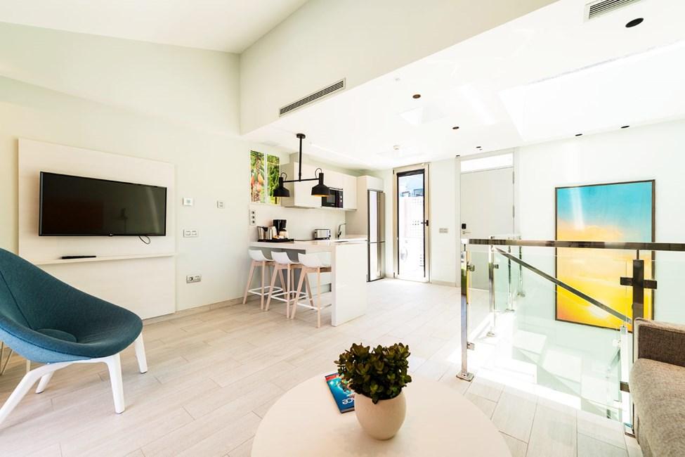Trerumslägenhet i etage med 2 ordinarie bäddar