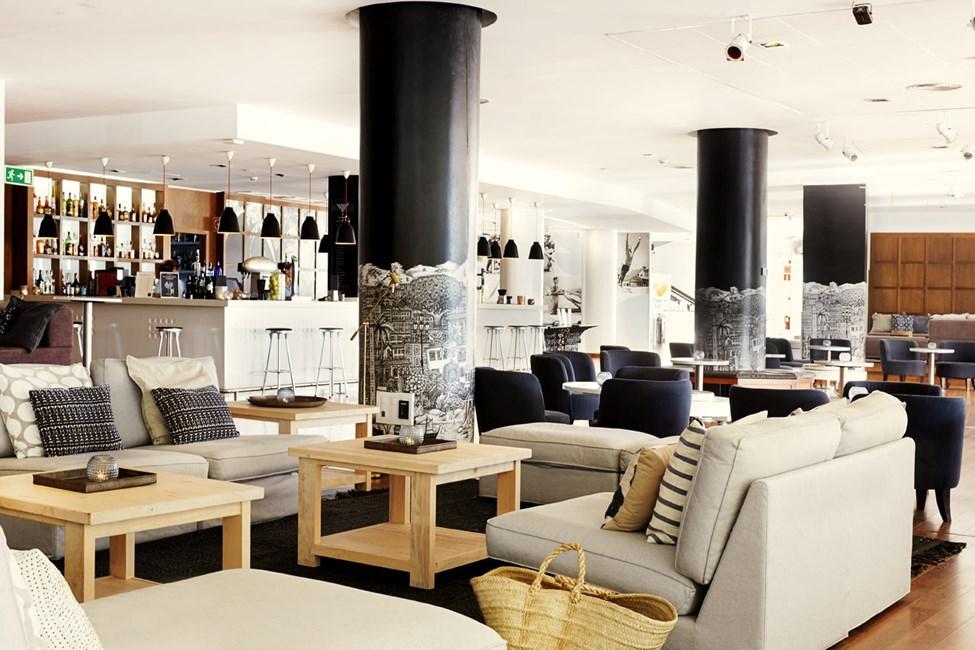I loungebaren kan du läppja på en uppfriskande drink