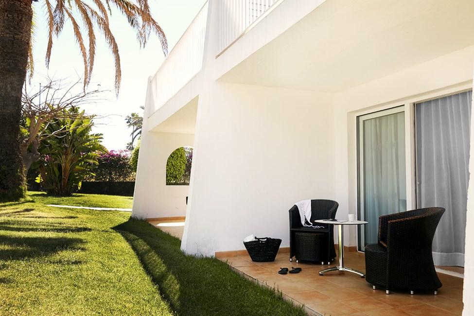 Junior Suite med terrass mot trädgården