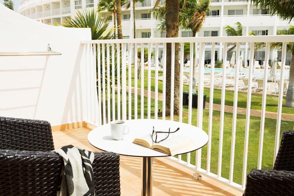 Grand Suite balkong mot trädgården
