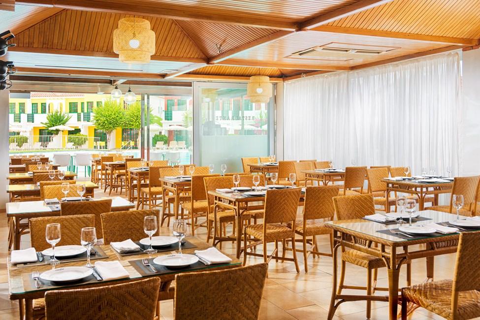 I à la carte-restaurangen serveras internationella rätter