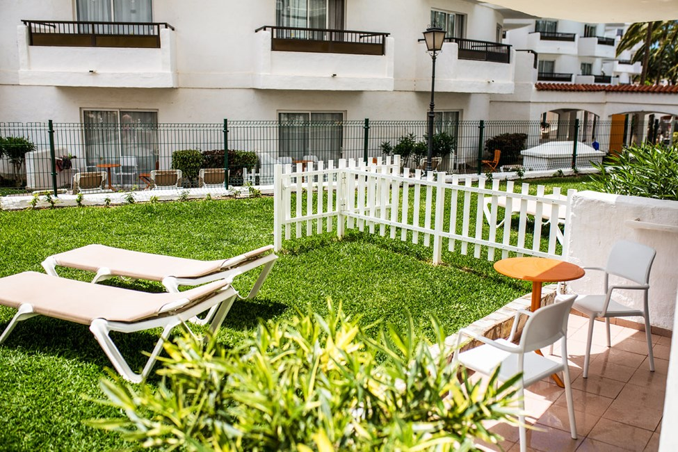 Dubblettrum med terrass för 4 personer