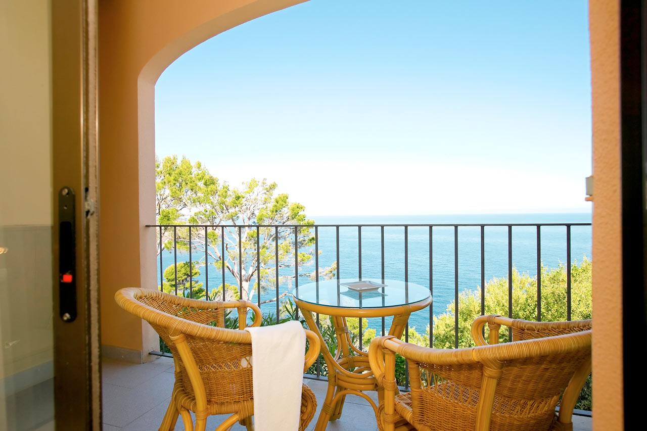 Utsikt från dubbelrum med balkong och havsutsikt