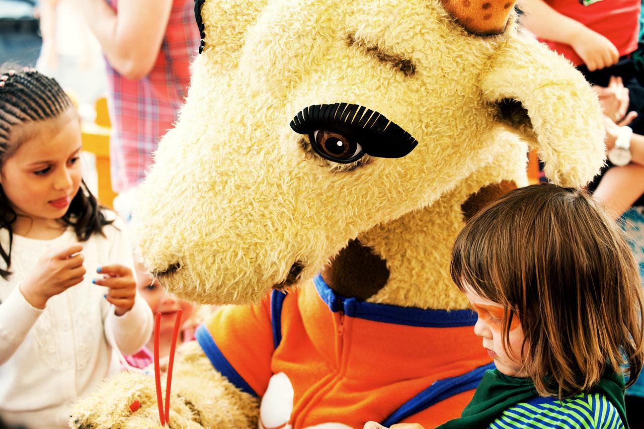 Våra populära maskotar Lollo & Bernie är alla barns favoritkompisar under semestern.