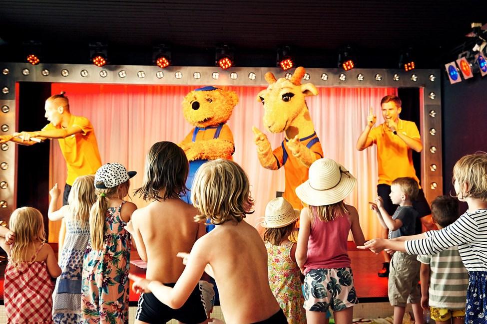 När det är dags för Mini Disco fylls dansgolvet snabbt av danssugna barn.