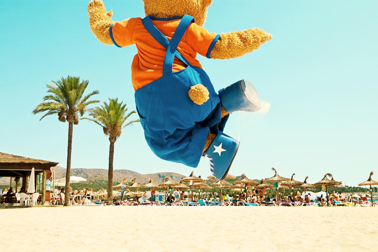 Björnen Bernie - en av Sunwing Family Resorts två populära maskotar.