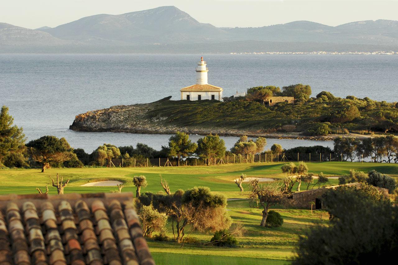 Vill du spela golf ligger Alcanada Golf cirka 2 km från Sunwing Alcudia Beach