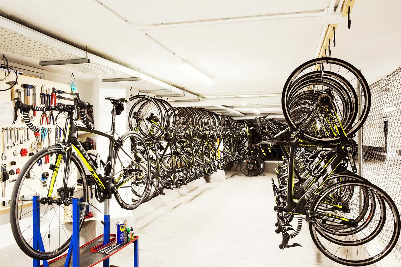 Orkar du inte ta med din cykel kan du hyra en cykel av god kvalité på hotellets Bike station.