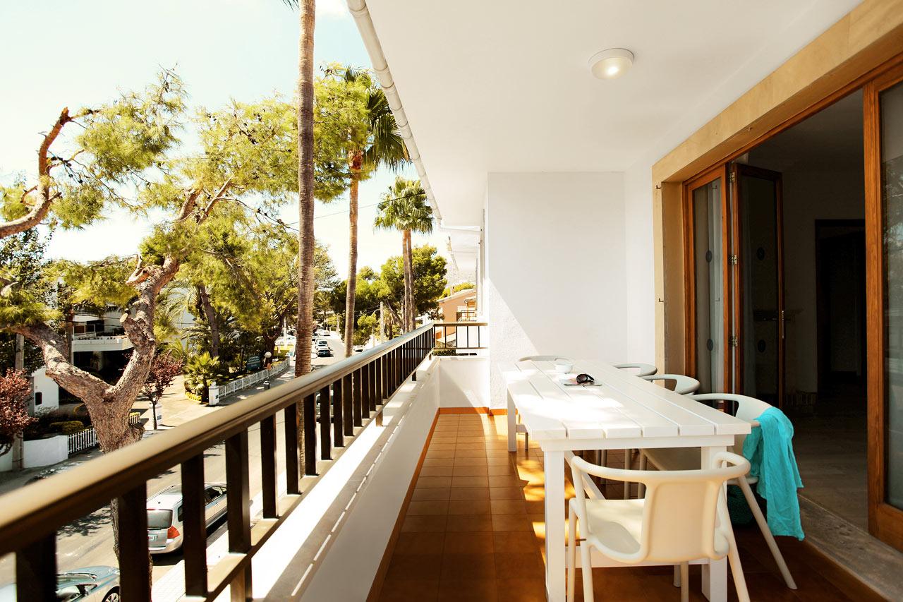 Fyrarumslägenhet BIG FAMILY, balkong mot omgivningarna och gatan, Villa Isabel