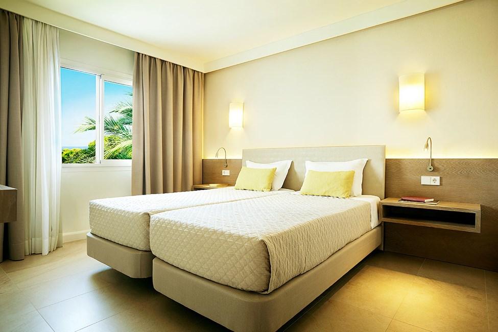 Sovrum i tvårumlägenhet superior med havsutsikt