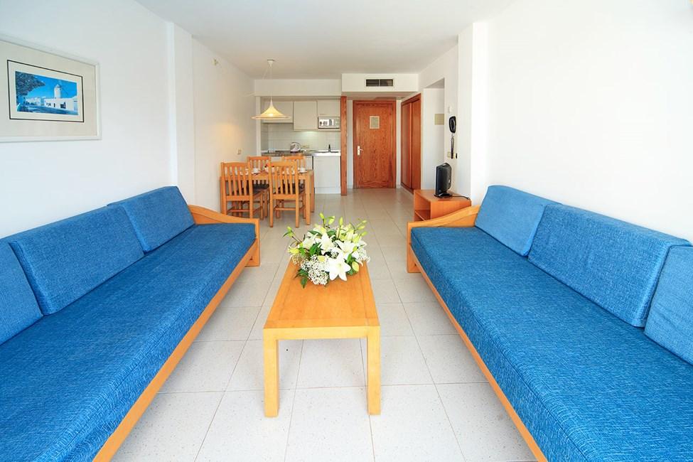 Vardagsrum i en tvårumslägenhet