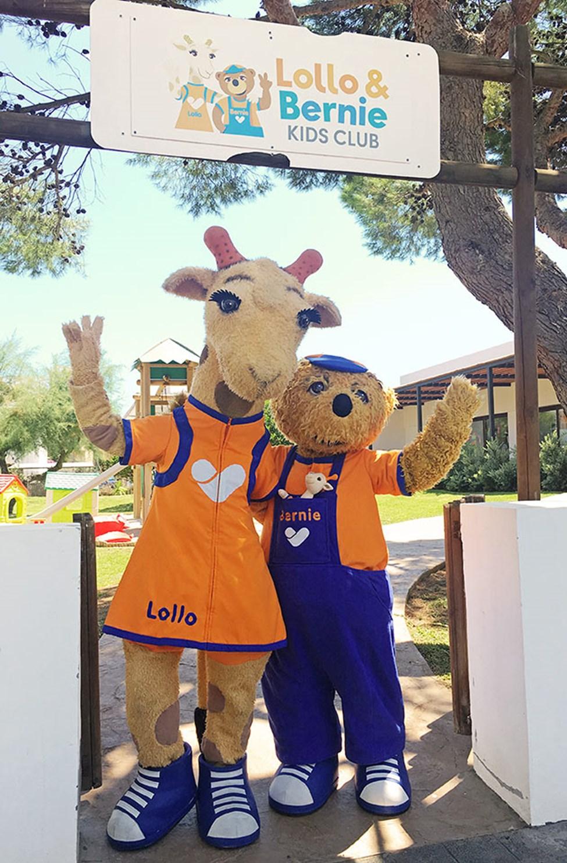 Lollo och Bernie utanför barnklubben