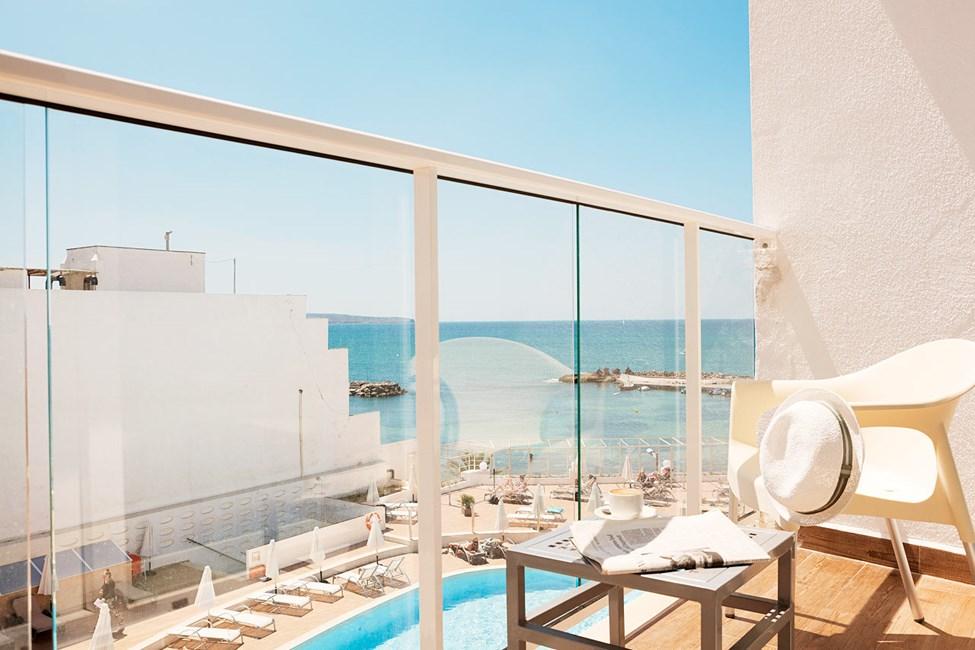 Classic room mindre, liten balkong med begränsad havsutsikt