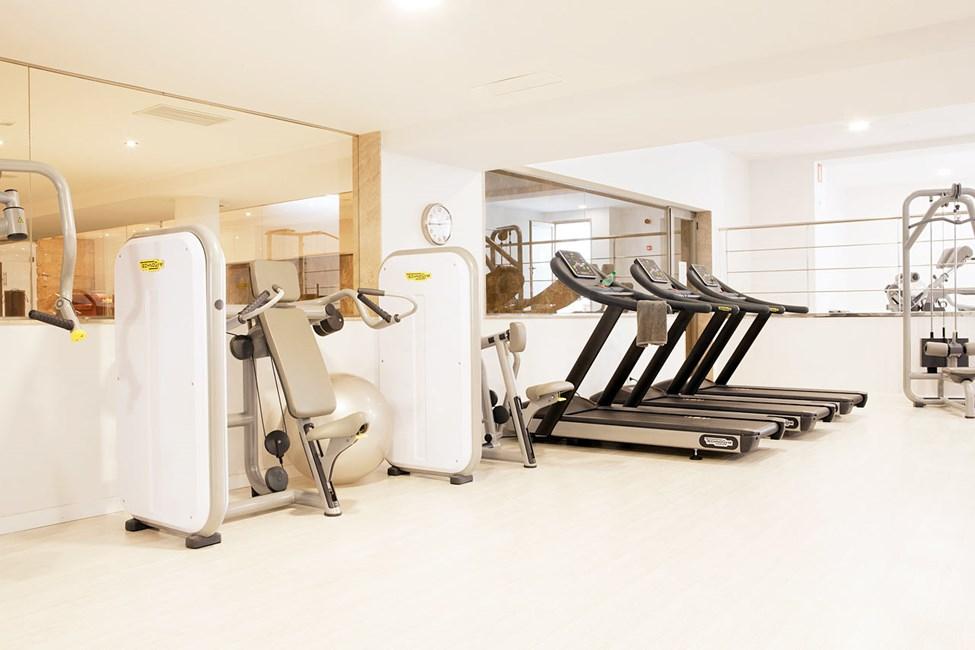 Sunprime Fitness erbjuder styrketräning och motionsklasser.