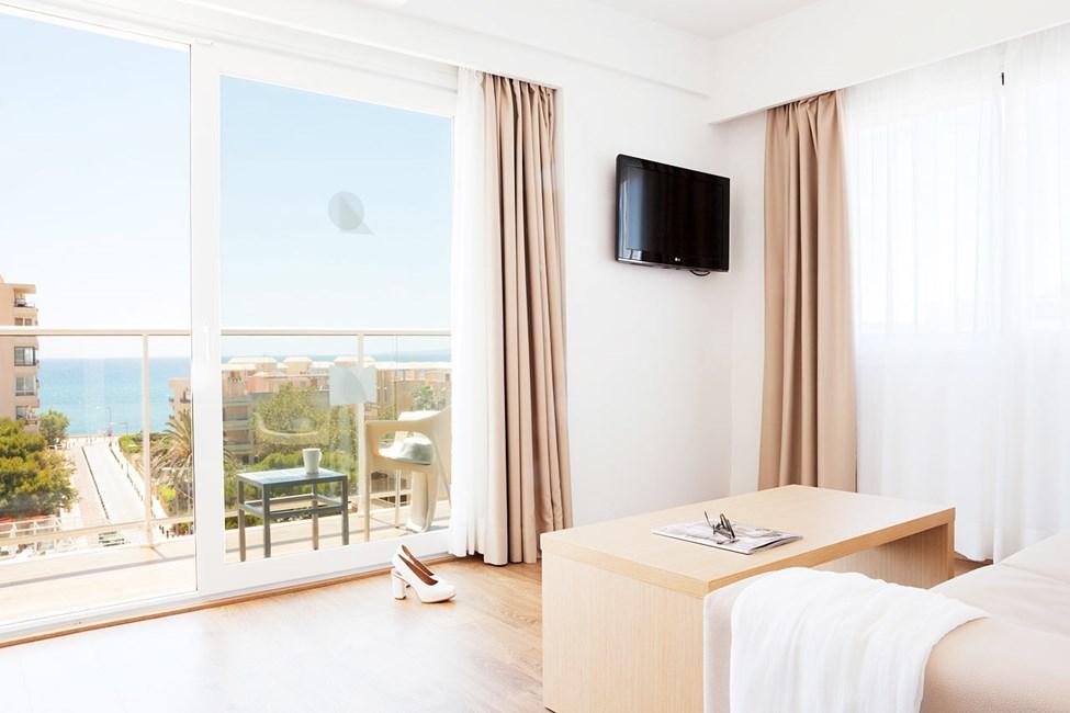 Junior Suite, balkong med havsutsikt.