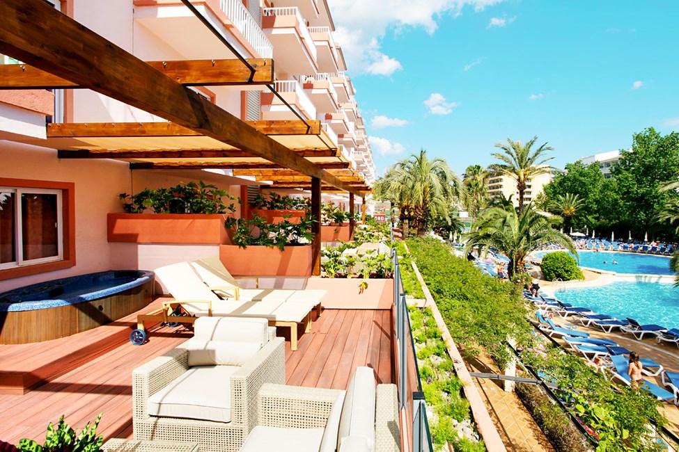 En- och trerumslägenhet med stor terrass och jacuzzi