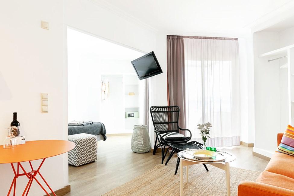 Junior Suite 1 rum på översta våningen, liten balkong med havsutsikt