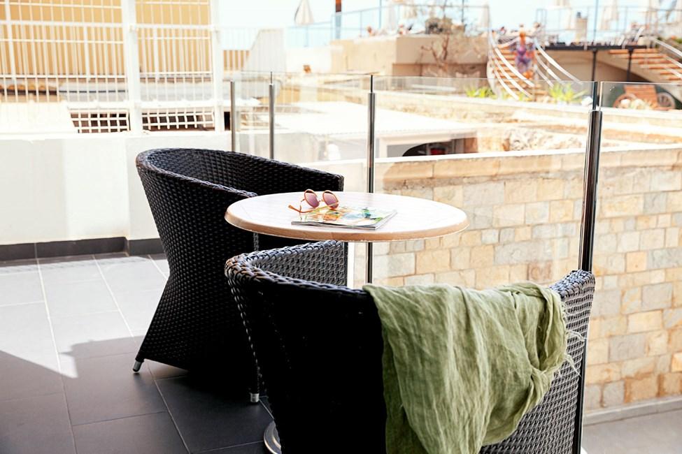Junior Suite 2 rum, balkong mot poolområdet