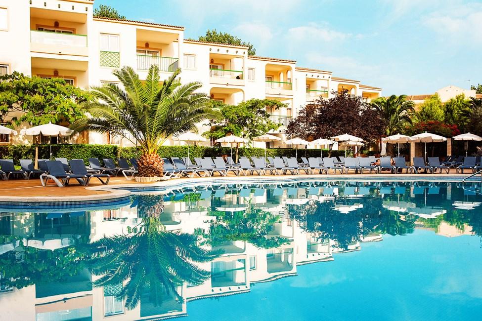 På Zafiro Tropic finns tre olika poolområden