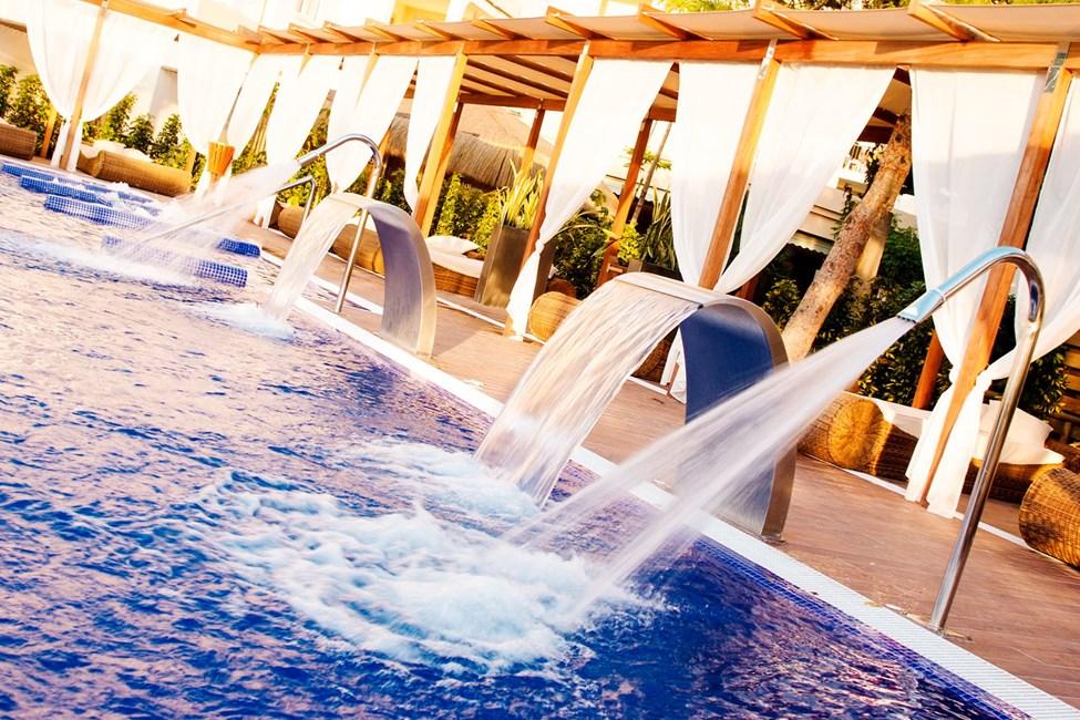 En av de härliga poolerna på Zafiro Tropic. Den här poolen har åldersgräns 18 år del av säsongen