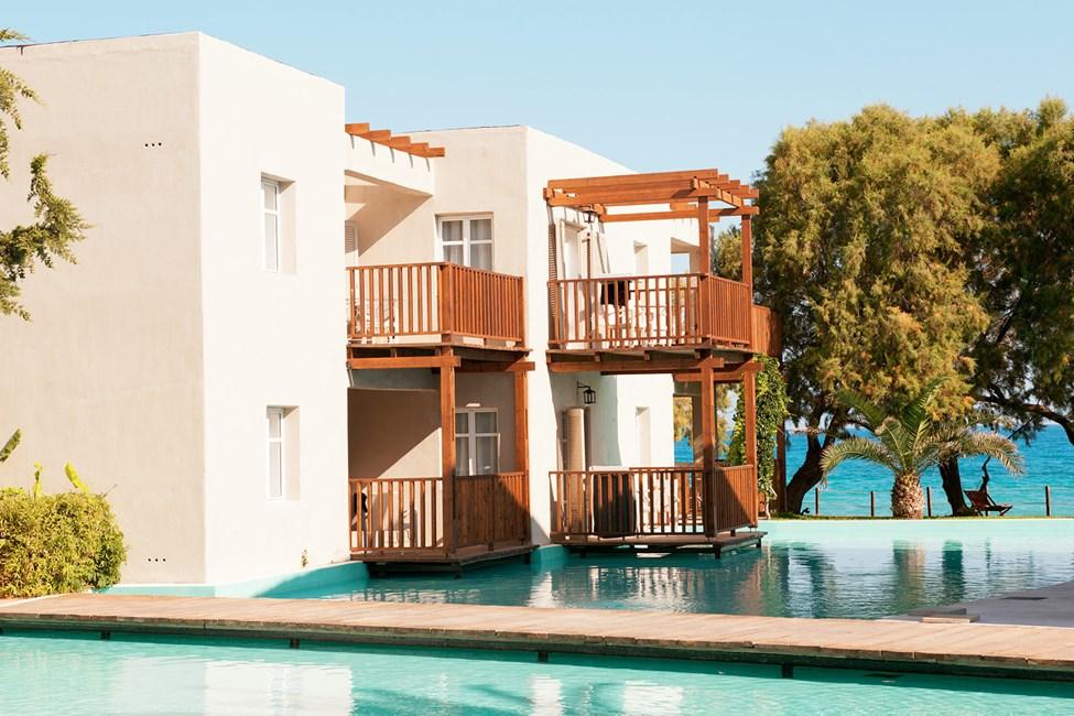 Hotellet erbjuder sviter mot den konstgjorda lagunen.