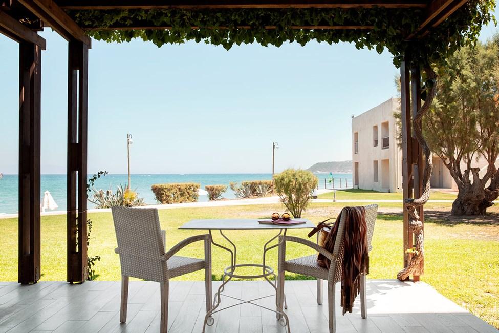 Junior Suite 2 rum terrass med havsutsikt