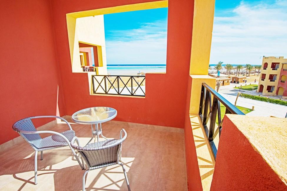 Utsikt från dubbelrum med balkong mot havet