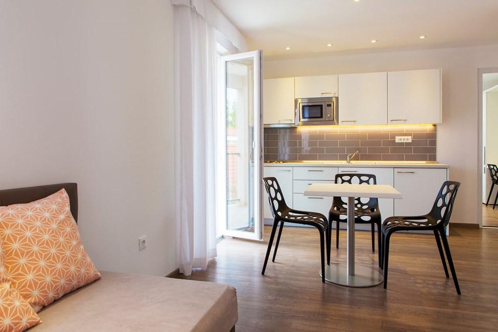 Trerumslägenhet med balkong i Villa Marija-byggnaden